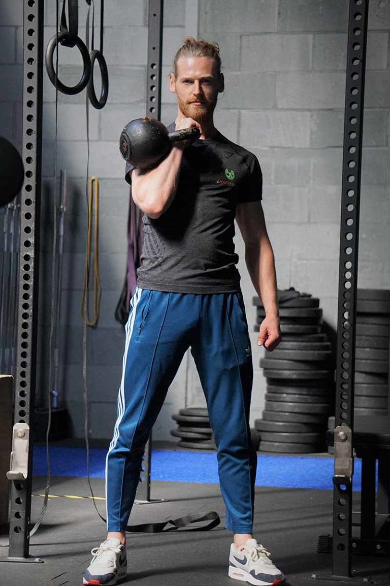 Shapelifters personal trainer Benjamin kettlebell